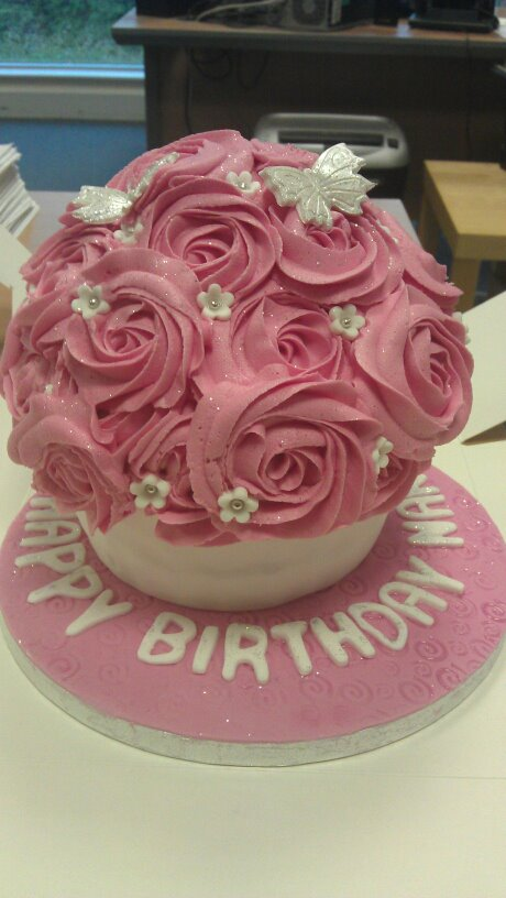 Images Of Birthday Cake With Bouquets : Lou Lou s cakes Hours of Fun