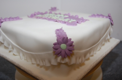 nans birthday cake puple and white daisys and frills  (3)