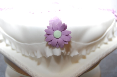 nans birthday cake puple and white daisys and frills