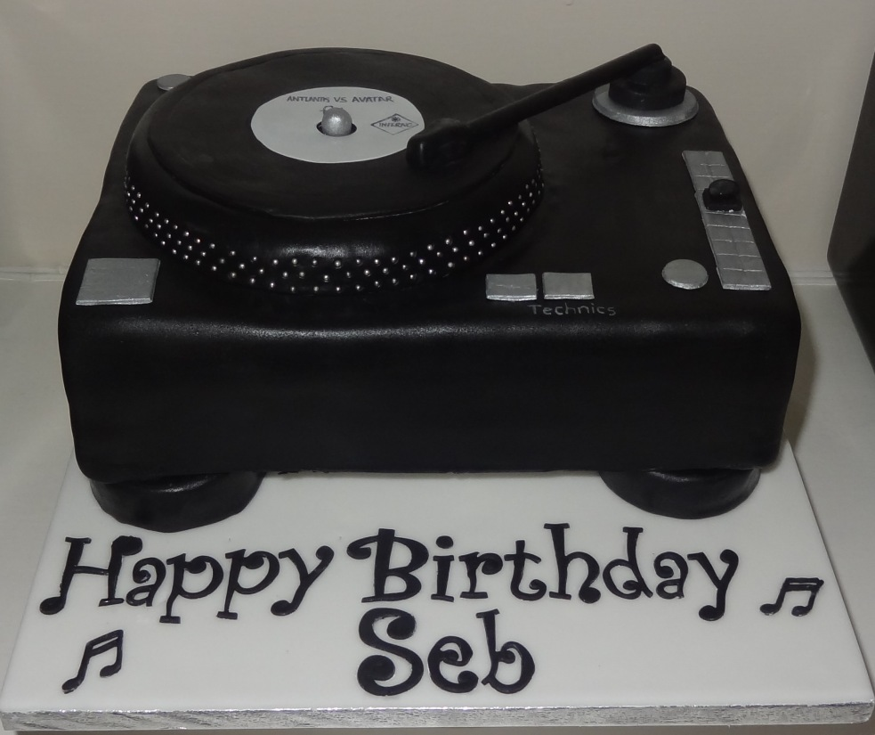 Seb Fontaine DJ Technics turntable birthday cake (8)