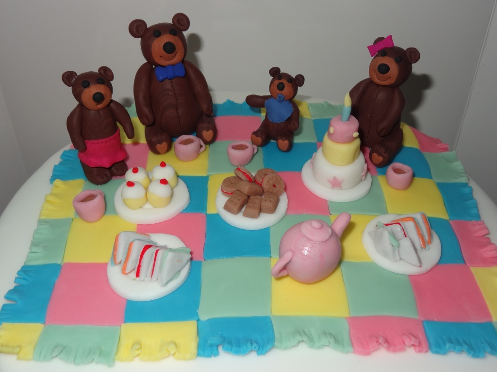 teddy bears picnic cake for Ruth (3)