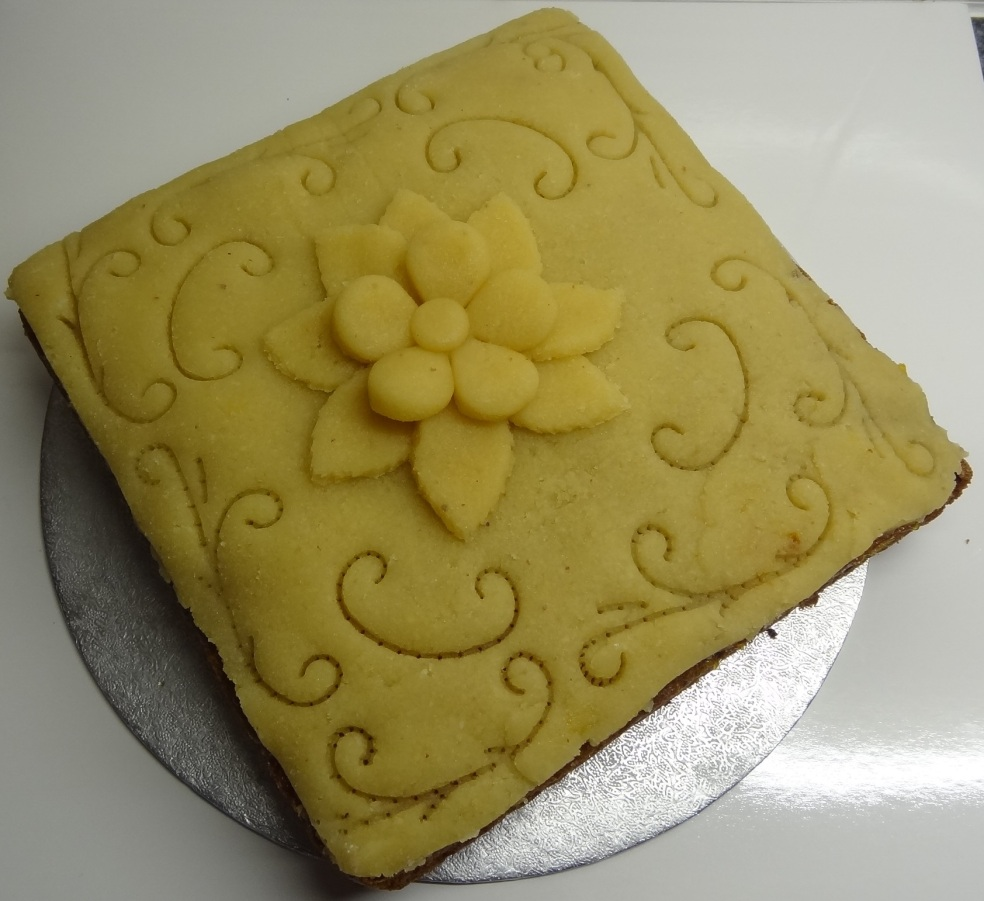 Simnel cake 2014 (3)