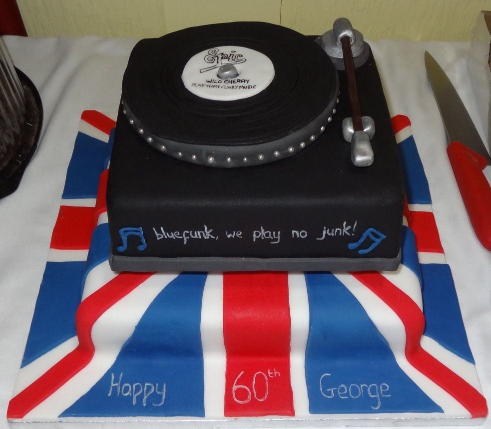 60th birthday mod record player union jack cake (1)